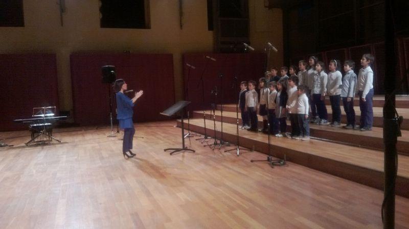 """Il coro de """"La scuola di Edith"""" canta durane la rassegna """"Scuole in coro"""" 2013 all'Auditorium Paganini di Parma"""